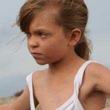 a-une-enfant-qui-danse-dans-le-vent1024x401 - copie