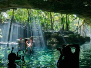 09-wedding-in-sacred-cenote-waters-670